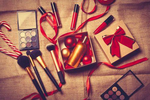 12月は忘年会やクリスマスなどイベントがいっぱい!そんなイベント時には一際華やかな目元を演出しよう!
