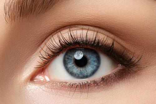 白目がキレイだと美人度が増す?白目をキレイにするケア方法とキレイに見せるアイメイク術