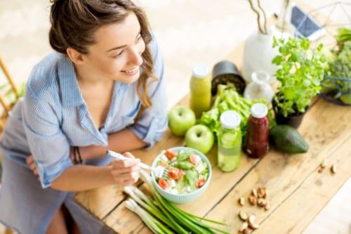 まつげやお肌を健康に美しく保つための食生活