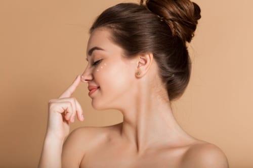 目元の色素沈着の原因とは?日常生活で簡単にできる予防法&改善法をご紹介!